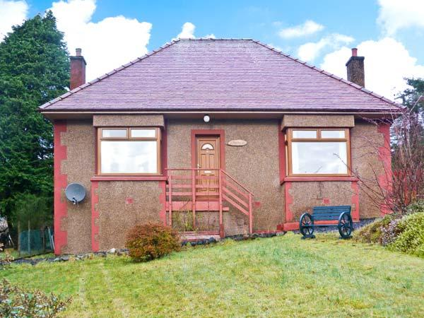 RESOLIS, single-storey cottage, with open fire, enclosed gardens, mountain views, in Portree, Ref 21192 - Image 1 - Portree - rentals