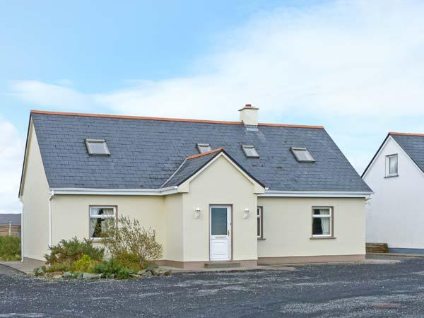 2A GLYNSK HOUSE, open fire, country location, ideal touring base near Carna Ref 20733 - Image 1 - Carna - rentals