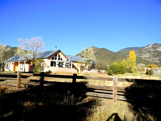 Perched on its' own little knowl with grand mountain views - Alta Cresta 3 - Taos - rentals