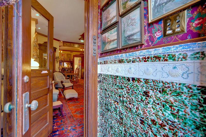 Vintage Goodies, Capitol Hill, Love this Place! - Image 1 - Washington DC - rentals