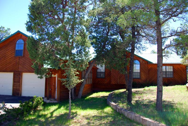 Front yard of Ramblewood - Ramblewood - Ruidoso - rentals