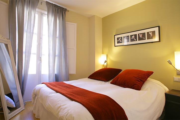 Cosy flat with balcony in Las Ramblas-Barcelona 21 - Image 1 - Barcelona - rentals