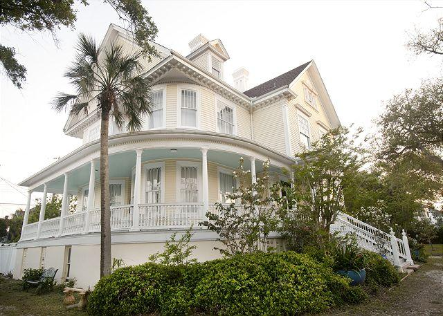 3 STORIES, 6 BEDROOMS, 4.5 BATHS, WOOD FLOORS, SCENIC LOCATION, HISTORIC - Image 1 - Galveston - rentals