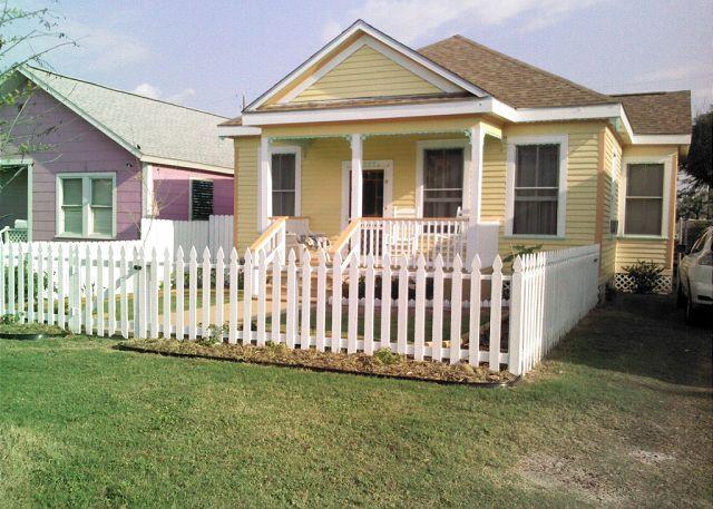 Oma's Haus - Walk to beach, Pleasure Pier, recreation center, restaurants, shopping - Galveston - rentals
