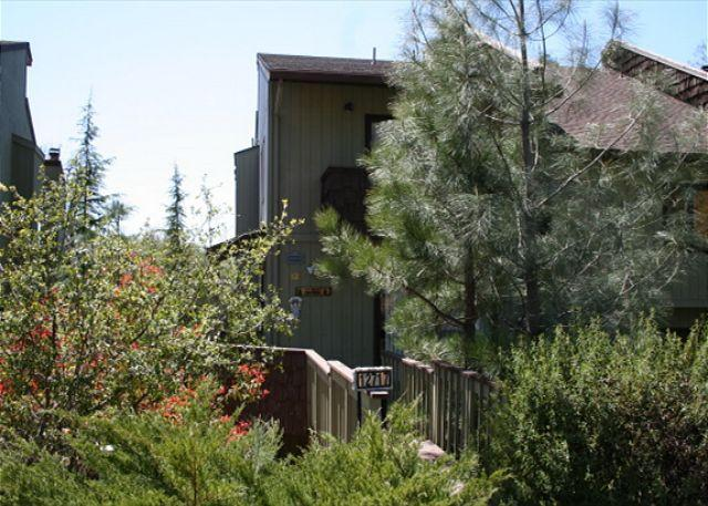 Front View - Nice tri-level condo- golf, tennis, Dish TV, fireplace, a/c, & INTERNET - Groveland - rentals