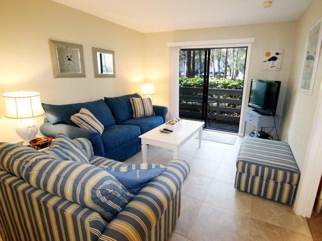 Living area - Fiddler's Cove, 17C - Hilton Head - rentals