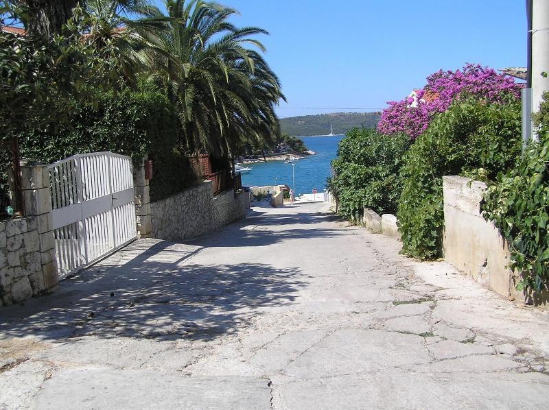 Studio apartment for rent near sea, Ciovo - Image 1 - Okrug Gornji - rentals