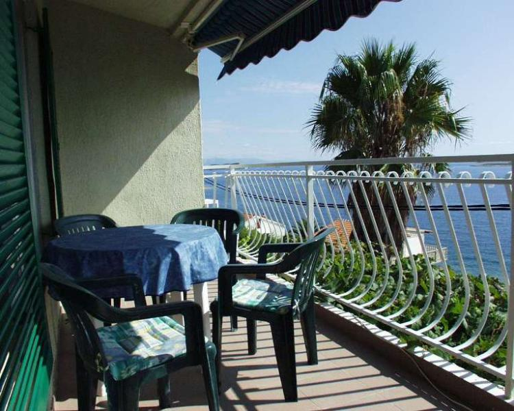 Apartment for rent in Milna cove, Vis island - Image 1 - Trogir - rentals