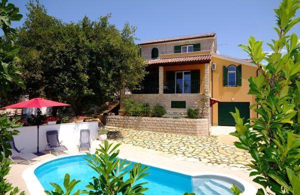 House with pool for rent, Rogoznica, Sibenik - Image 1 - Brac - rentals