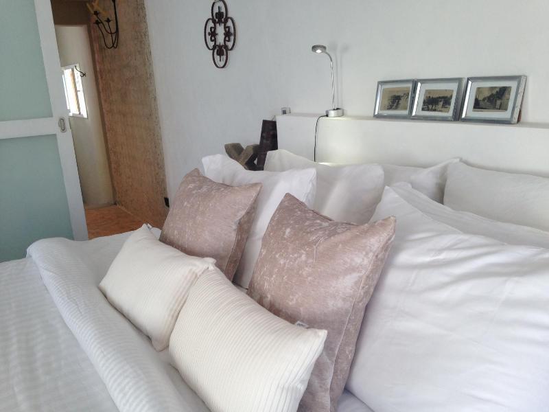 Bed (facing bathroom) - Arte + Diseño, Elegant stay -ask about low season - Isla Mujeres - rentals