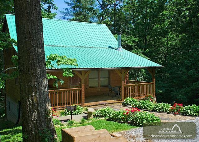 Nature's Hideaway   Privacy  Hot Tub  Gaming  Jetted Tub   Free Nights - Image 1 - Gatlinburg - rentals