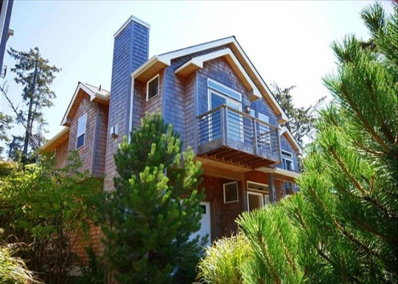 Gorgeous, tasteful home one block from the beach & downtown. - Image 1 - Manzanita - rentals