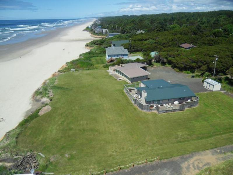 Oceanfront beach home with hot tub and stunning ocean views! - Image 1 - Yachats - rentals