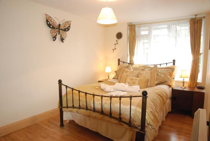 Double bedroom - Lower Apartment, Robertsbridge Retreat:PetFriendly - Robertsbridge - rentals