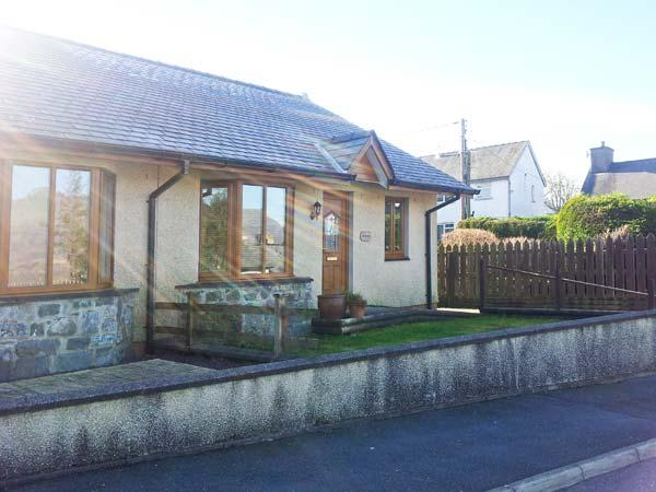 GORWEL, pet-friendly bungalow, close to shop and pub, walks from door, in Llan Ffestiniog, Ref 21481 - Image 1 - Llan Ffestiniog - rentals