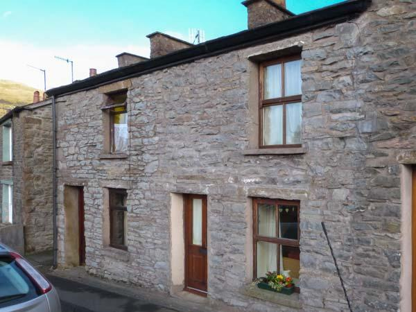 PRU'S COTTAGE, character, romantic retreat, village location, walks, many places of interest, in Sedbergh, Ref 22427 - Image 1 - Sedbergh - rentals