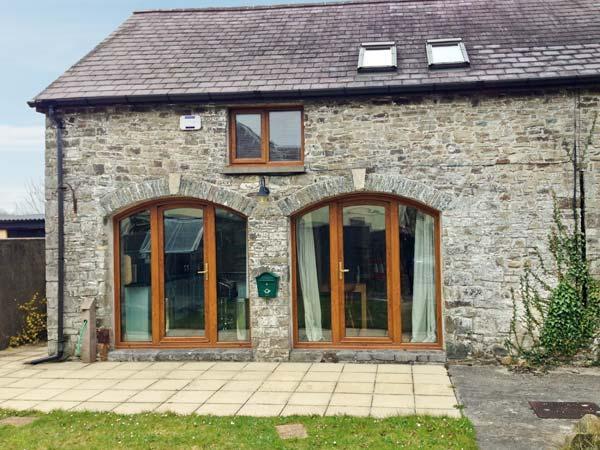 5 BUARTH Y BRAGWR, picture windows, pet-friendly, en-suite bedroom with Jacuzzi bath, in Llanarthney near Carmarthen, Ref 22792 - Image 1 - Carmarthen - rentals