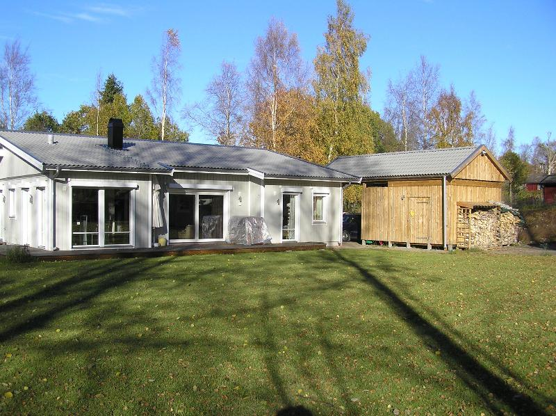 Luxurious home with sauna+WLan, near Lake Vättern - Image 1 - Hjo - rentals