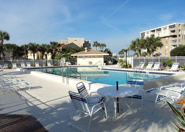 Pool - Spacious Condo Overlooking Destin Harbor and Gulf of Mexico - Destin - rentals