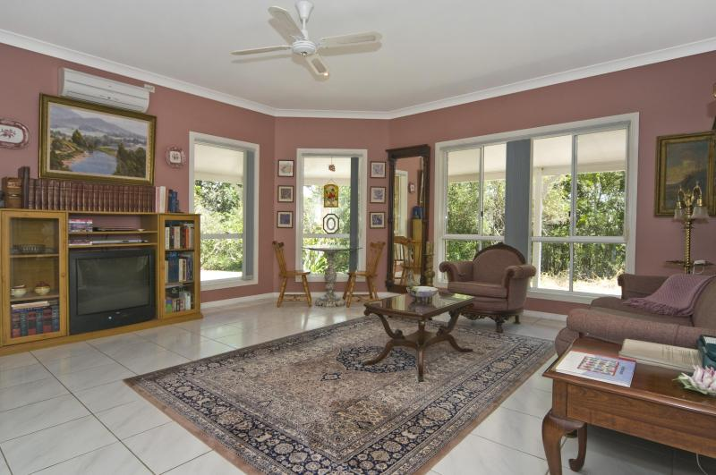 Lounge - Cooroy Country Cottages (Studio Suite Apartment) - Cooroy - rentals