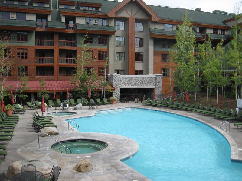 Outdoor pool /spa area, pool heated all year round - Marriott Grand Residence luxury 2brm,3bth big deck - South Lake Tahoe - rentals