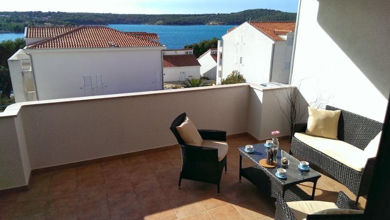 B9 - Image 1 - Dalmatia - rentals