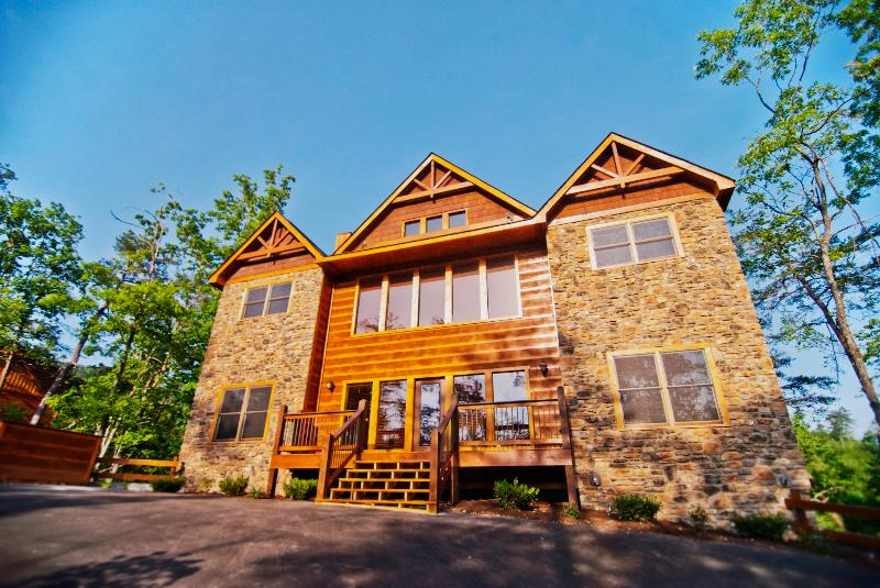 Pemberley Manor - 7 Bedroom - Pemberley Manor - 7BR/7BA, Sleeps 30 - Pigeon Forge - rentals