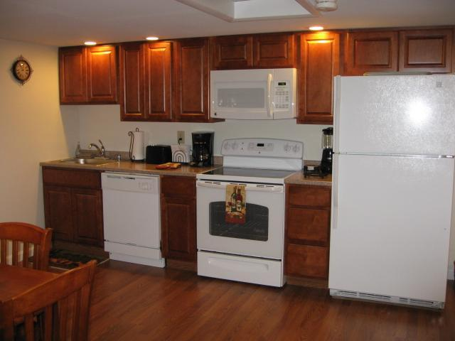 Kitchen Area - SEA WHALE 3 BEDROOM COTTAGE - Middletown - rentals