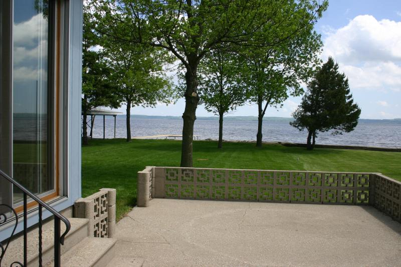 Breathtaking lake views from large patio or from under a shade tree in the lush grass back yard - Newly Remodeled Harry's Hideaway on Lake Winnebago - Fond du Lac - rentals