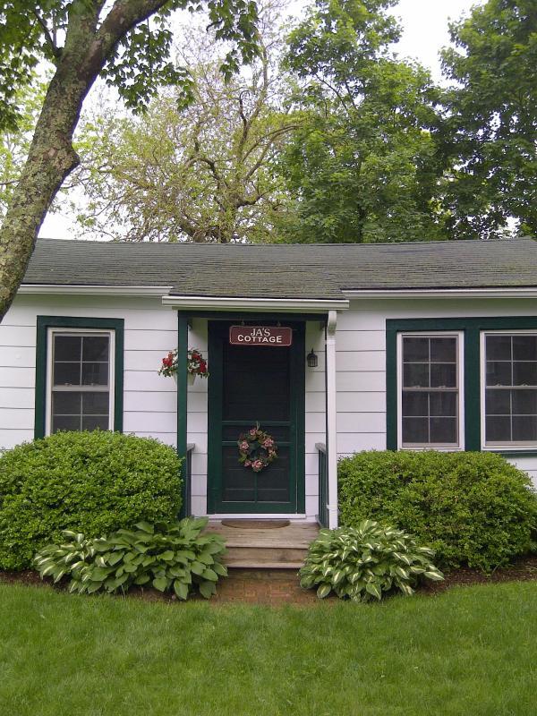 Cottage's Front Entrance - John Andrew's Cottage - Southold - rentals
