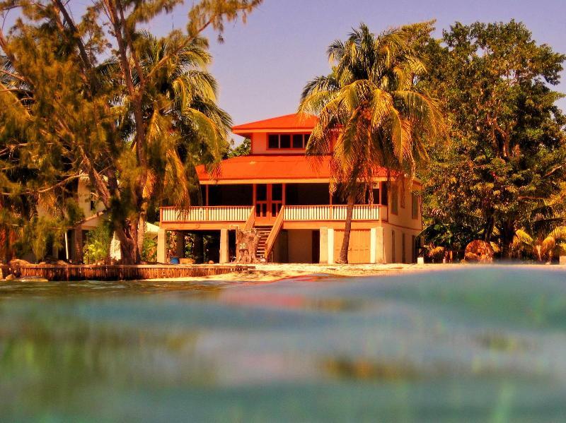 Utila Dreamer Beach House - Image 1 - Utila - rentals