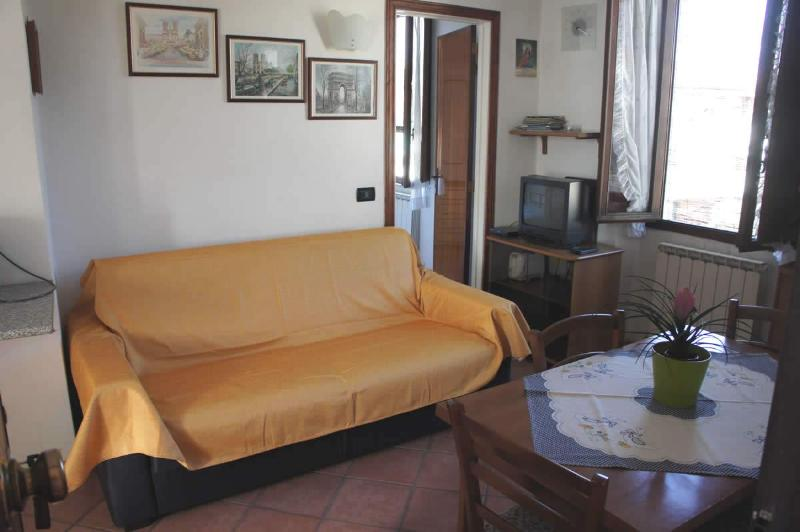living room couch double sofa Bed - Apartment for Rent in Lucca Holidays House Tuscany - Lucca - rentals