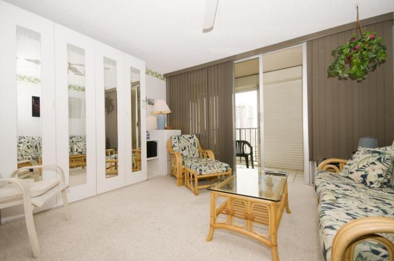LUXURIOUS 24TH FLOOR STUDIO - 2 blocks to beach - Image 1 - Honolulu - rentals