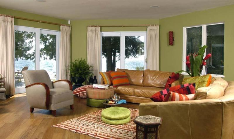 living room - feel the cross breeze off the lake - Ontario Georgian Bay Lakefront Cottage The Dacha - Penetanguishene - rentals
