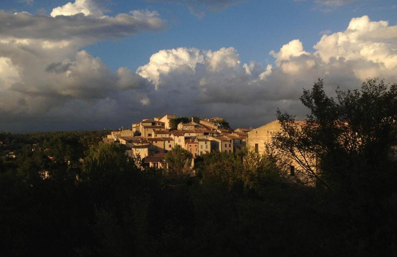 Carcè offers a dramatic welcome, coming south from Brignoles on a fall afternoon. - 200-year-old Stone Village House - Carces - rentals
