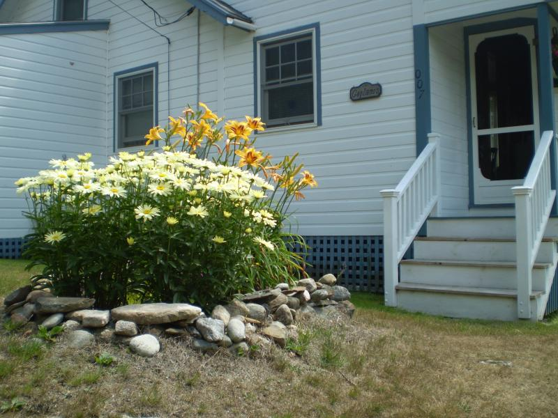 Front Garden - ALL ABOARD - East Boothbay - rentals