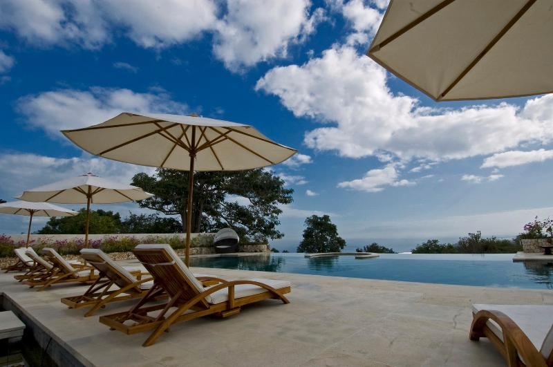 Infinity Pool at Villa Bulan Putih - Bukit Bali Seaview 7Bdrm Luxury Villa Bulan Putih - Jimbaran - rentals