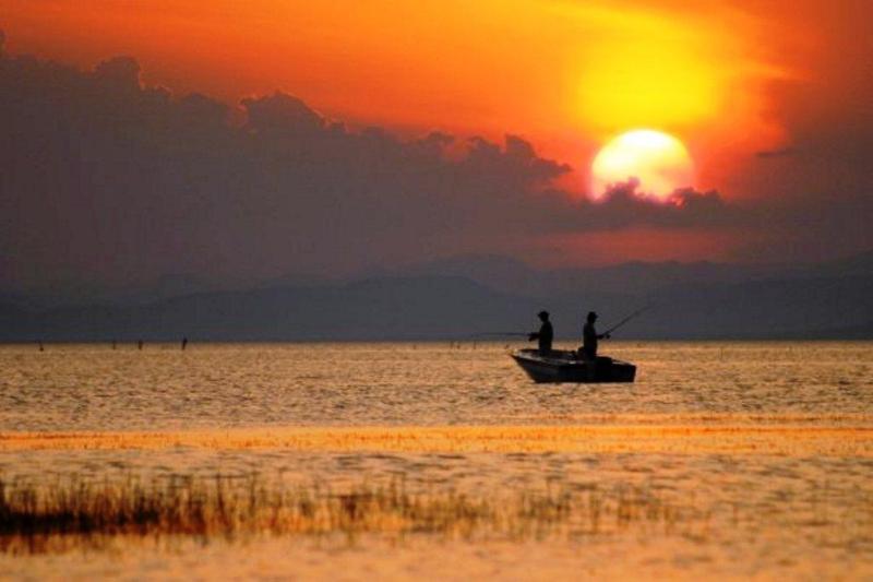 Sunset fishing on the zambezi - Ndabiri No.1 - Victoria Falls - rentals