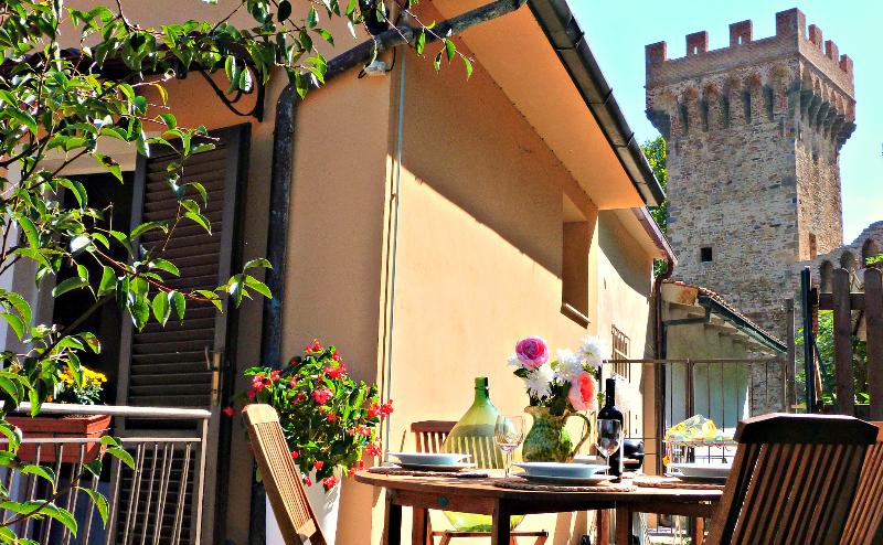 Stylish home between two towers - Charming house in Medieval village in Tuscany - Pisa - rentals