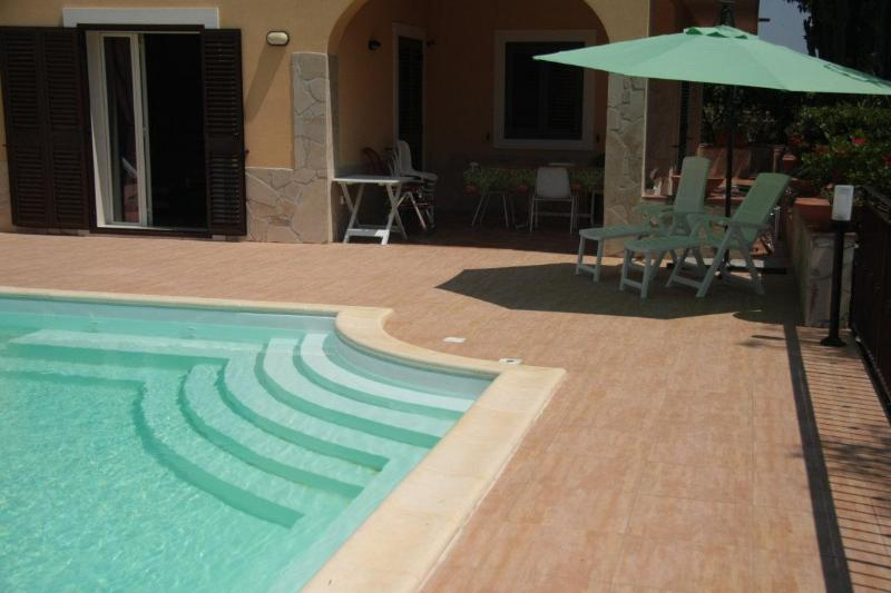 Swimming Pool attached to the house - 4 BEDROOM BRIGHT VILLA - PRIVATE SWIMMING POOL !!! - Syracuse - rentals