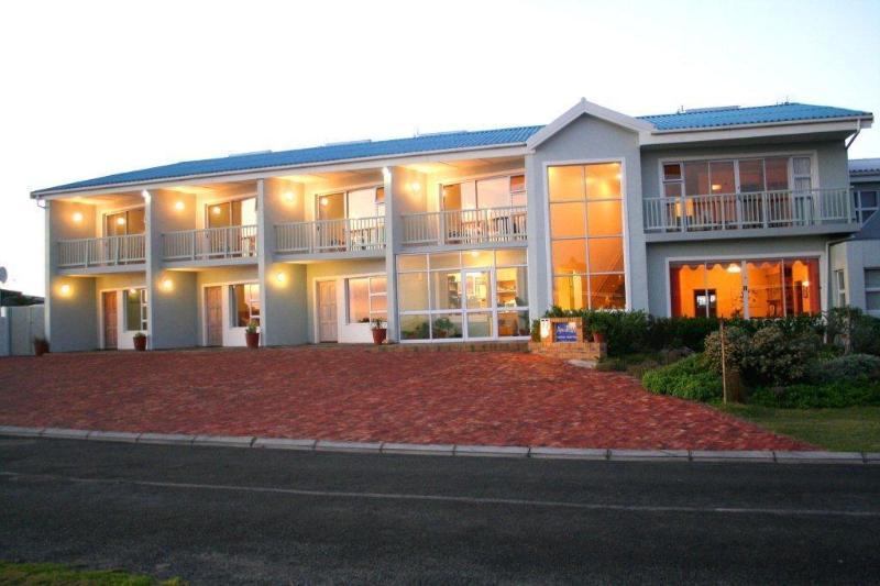 Aire del Mar Guest House at night - Aire del Mar Guest House - Gansbaai - rentals