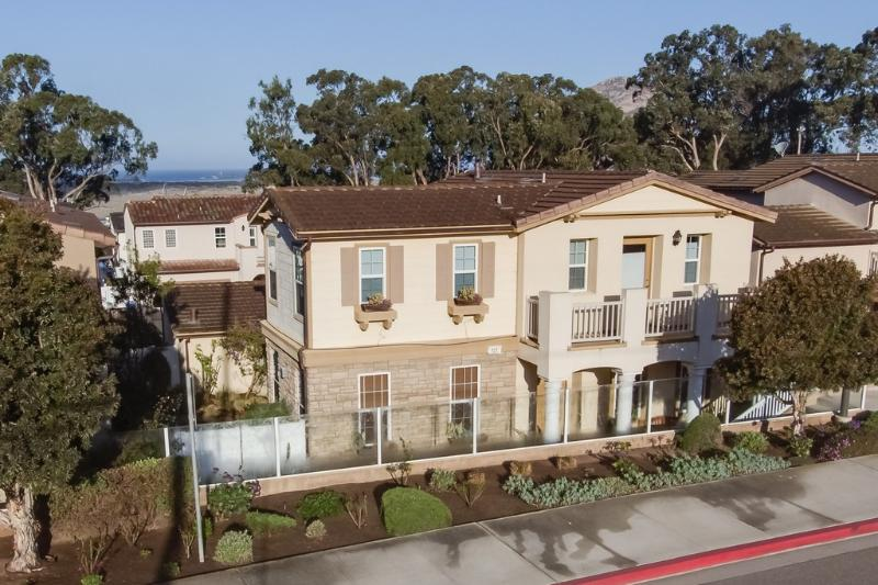This beautiful home has a perfect location - walk to the bay, the Embarcadero and downtown Morro Bay - Elegant Newer Home Close to Bay and Downtown! - Morro Bay - rentals
