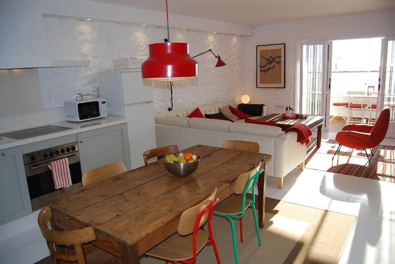 Open space, perfect for sharing - Salobreña Old Town Spacious Stylish WiFi Duplex - Salobrena - rentals