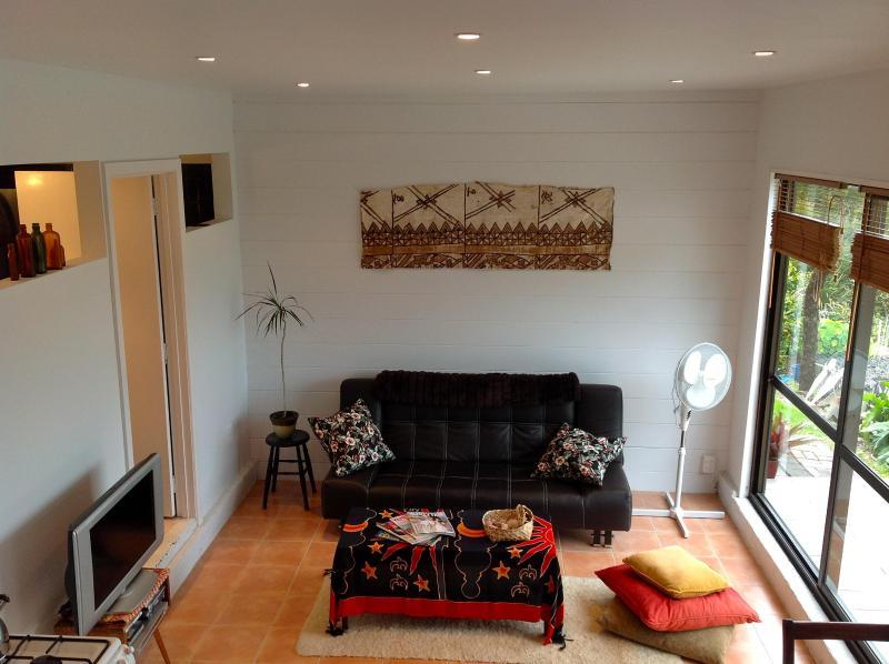 Lounge - Plum Tree Apt - Russell - rentals