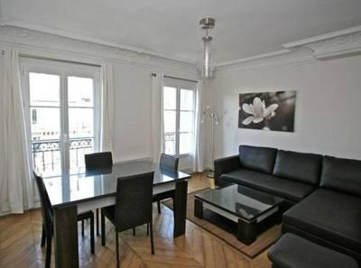 Bright and Cozy Marais 2 Bedroom Apartment for 6 - Image 1 - Paris - rentals