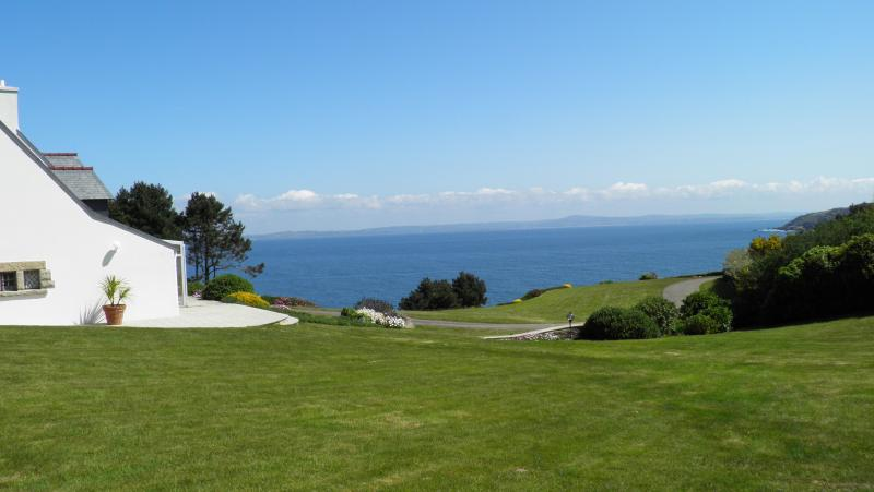 the house and the garden - Amazing sea view - Poullan-sur-Mer - rentals