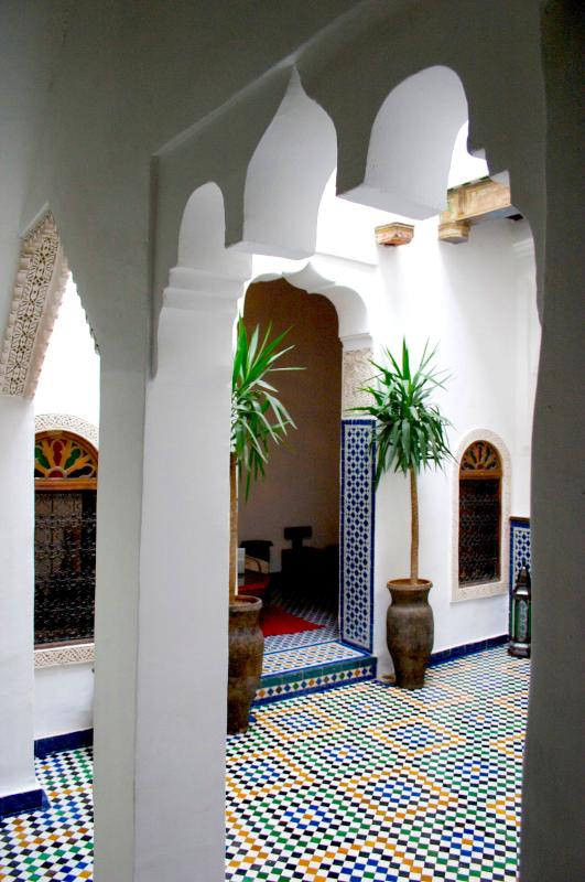 Traditional central indoor courtyard - Stunning Private Dar in Fez Medina - Dar el Ma - Fes - rentals