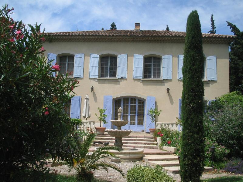 La villa - Villa of the Arc, Provence Vacation Rental with a Balcony and Garden - Orange - rentals