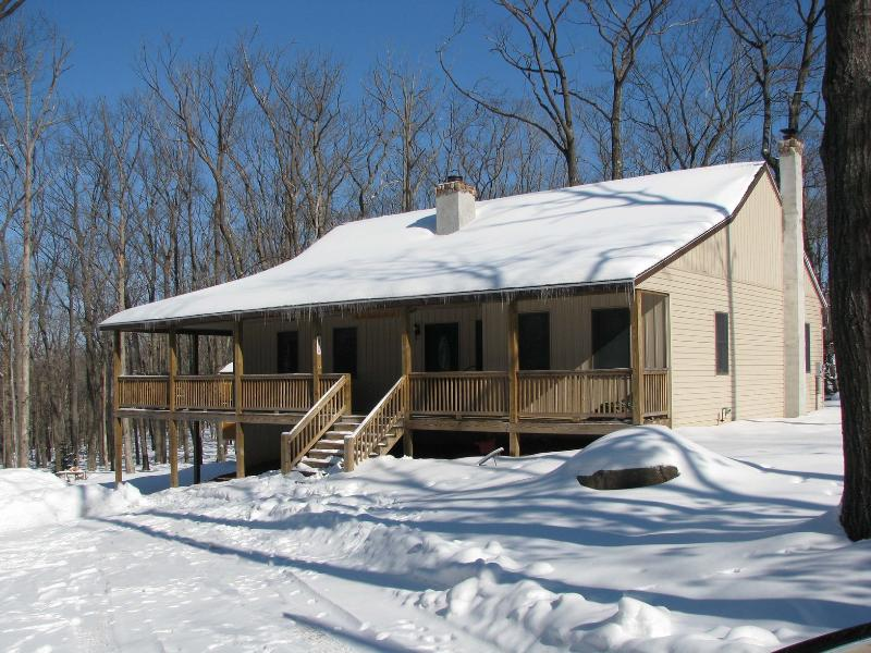 Exterior - Secluded Pocono Getaway - Canadensis - rentals