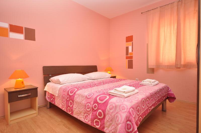 Bedroom - Villa Cezar Apartment - Kastel Luksic - rentals